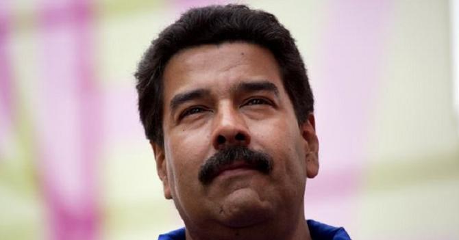 Para subir en las encuestas, Maduro estudia renunciar