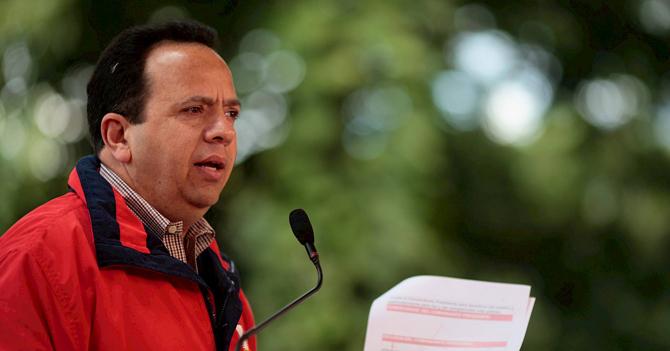 Ministro de Economía hace cadena para celebrar que pudo pagar cachito y café