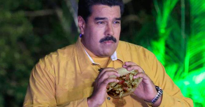 Maduro acusa a arepa que le chorreó la camisa de gestar un plan en su contra
