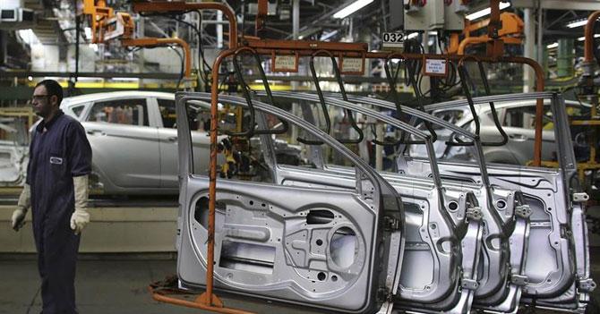 Gobierno y Ford acuerdan vender sus automóviles en moneda de verdad