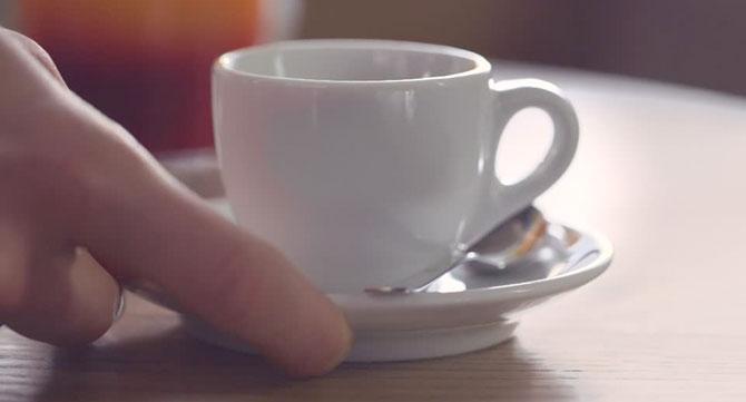 Café que lleva media hora frío ya es más popular que Dilma en Brasil