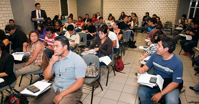 """Universidades dictarán materia """"Papeleo para irse del país I y II"""""""