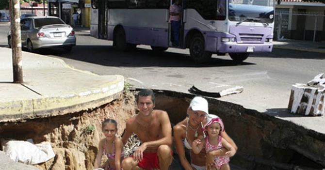 Familia pasa vacaciones dentro de hueco en calle de Caracas
