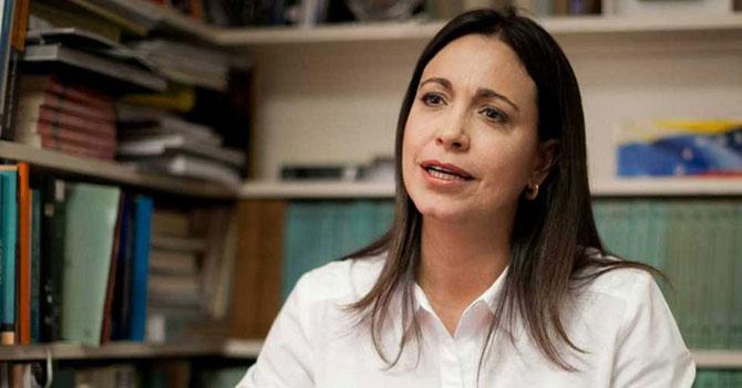 Gobierno le prohíbe a María Corina usar agua caliente