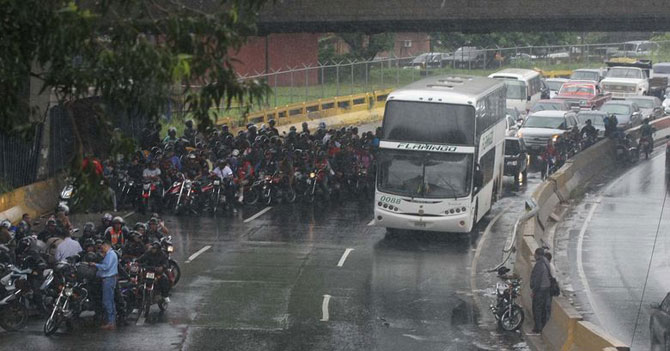 Caracas en alerta ante llegada de lloviznita categoría 4