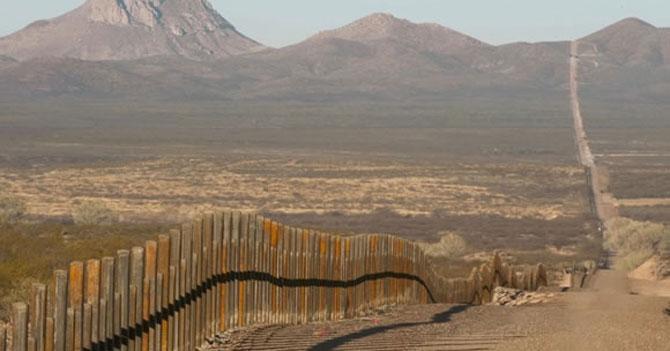 México anuncia que construirá muro para mantener afuera a Donald Trump