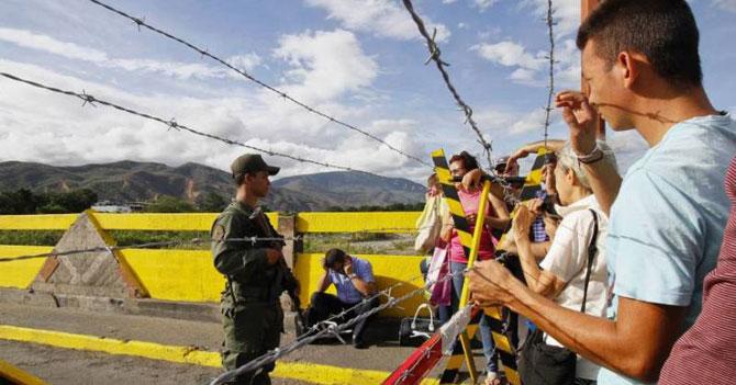 Militar venezolano cruza a Colombia a comprar alambre de púas para cerrar la frontera