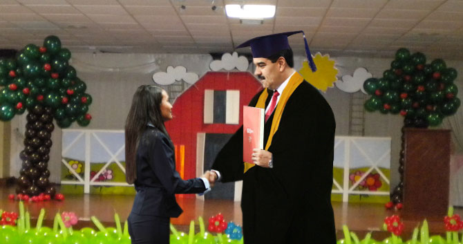 "Maduro recibe título Honoris Causa del preescolar ""Mis Chipilines"""