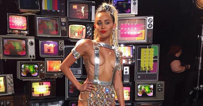 Persona de 30 años ve los VMA y se siente oficialmente de la tercera edad