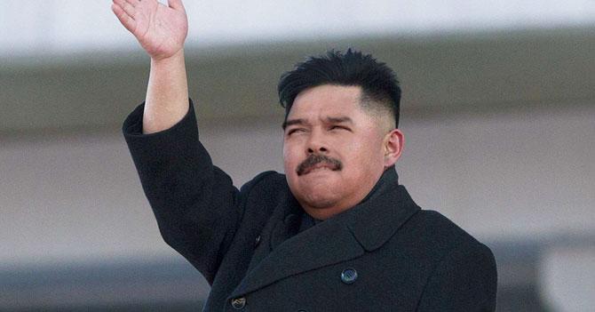 Por alguna razón, Maduro regresa de Asia disfrazado de Kim Jong-Un