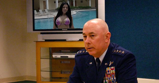 Nueva estrategia de OTAN incluye presentar a Rosita al líder de ISIS