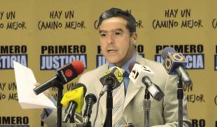 William Ojeda se disfraza de Julio Borges y ofrece rueda de prensa
