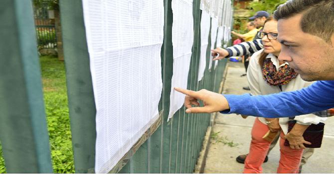 Venezuela se despierta para votar, para esperar en tensión toda la tarde, ver el carómetro de los dos lados, escuchar exit-polls falsos, recibir los resultados en la madrugada para terminar arrecho por algo