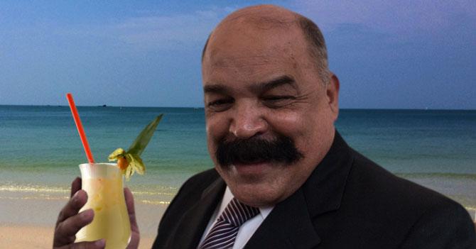 Ministros comparecen ante piña colada y sol en La Orchila
