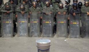 Militares resguardarán único tobo de agua que queda del Guri