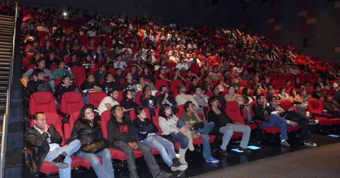 Nuevo horario de centros comerciales obliga a ver películas en dos partes