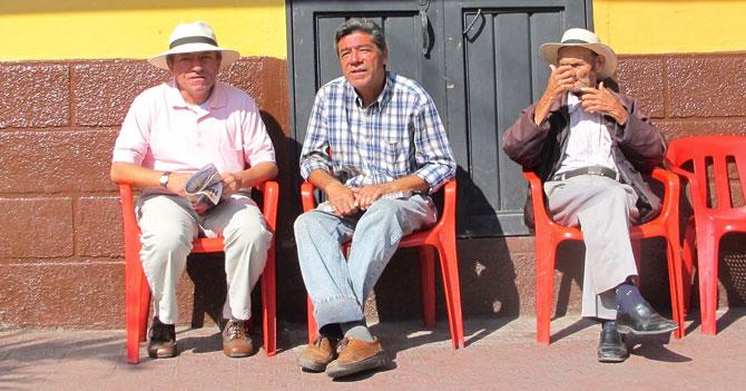 Señores discuten sobre cuáles son las 7 plagas de la Apocalipsis que le cayeron a Venezuela