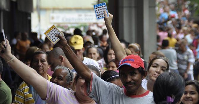 Mercados venderán alimentos a quien haga cartón lleno en Bingo