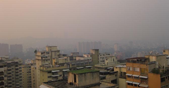 Con llegada de la calima a Caracas, chino se siente como en casa