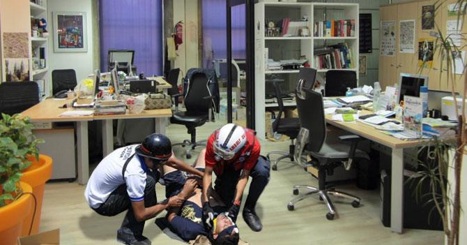 Estampida ocasionada por empleada que destapa chicle en oficina deja saldo de 15 heridos
