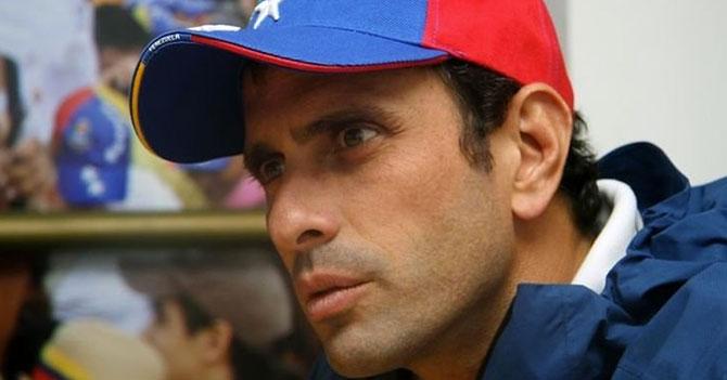 Capriles preocupado porque el cambio de huso horario podría afectar al tiempo de Dios