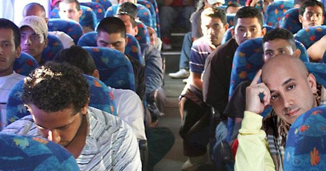 Franco pide al chofer del autobús cambiar de emisora al oír el nuevo tema de Oscarcito