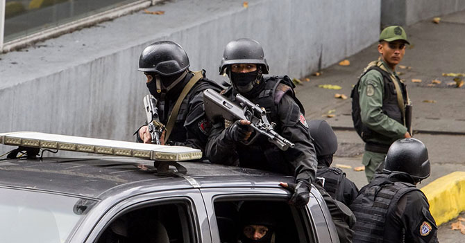 Operativo de OLP en licorería deja saldo de 15 guardias nacionales borrachos