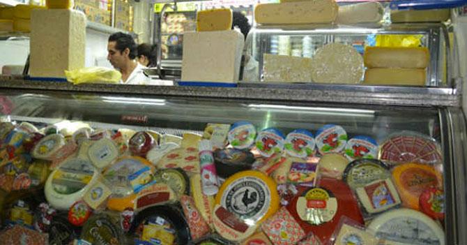 Señora pide Bs.3000 de queso y recibe bandeja vacía