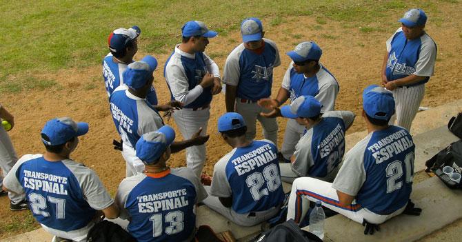 Equipo de softball se sincera y no asisten a juego por beber en el estacionamiento