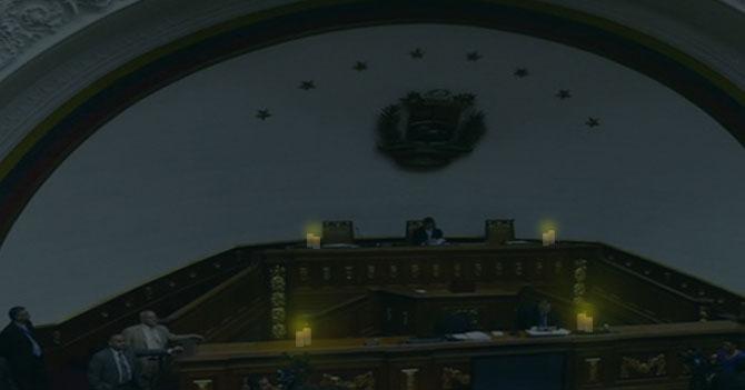 Sesión de la Asamblea Nacional a la luz de las velas deja 14 diputados enamorados