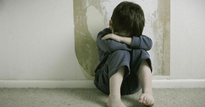 Niño triste porque su amigo imaginario le dijo que se va del país