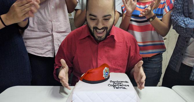 Chavista en el exterior sí consigue ingredientes para hacer torta y celebrar cumpleaños de Chávez