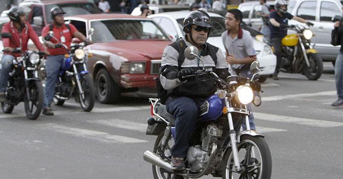 """Motorizado no sabe a quién entregar encomienda que dice """"Para el Presidente"""""""