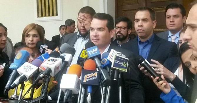 """Oposición introduce ley para """"que todos seamos ricos mágicamente"""""""