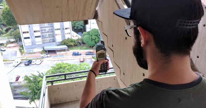 Pelabolas finge jugar Pokémon Go en su Nokia 5125