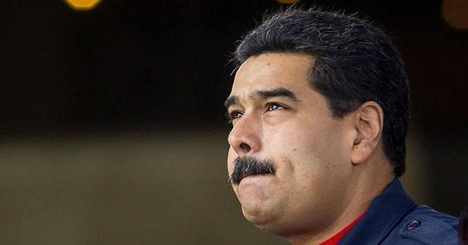 Maduro no sabe si este fin le toca quedarse donde Fidel o donde Padrino López