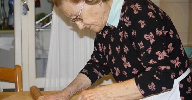 Joven de familia italiana sigue pensando que su nonna es mejor que tu abuela