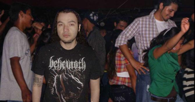 Rockero en fiesta no se resiste a reggaeton viejo