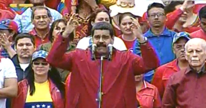 Maduro celebra que superó Golpe de Estado que él mismo inventó