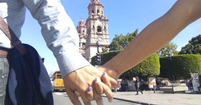 Crisis hace que pareja que no iba a durar dos meses termine viviendo junta en México
