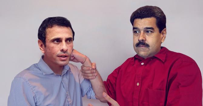 Maduro hace que Capriles se pegue en la cara con su propio brazo y le pide que deje de pegarse