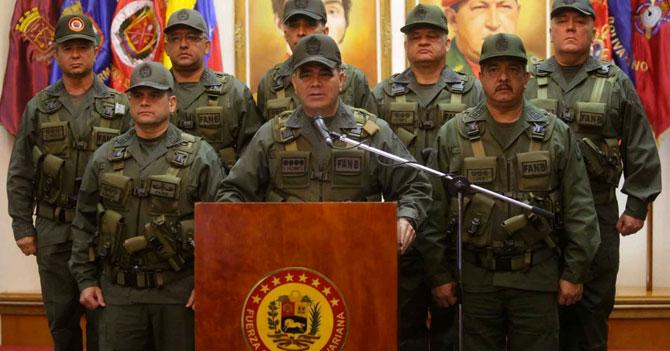 Padrino López promete que defenderá al pavimento de pisotones opositores