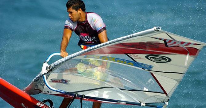 Venezolano 7 veces Campeón Mundial de Windsurf se hace pasar por actor de Hollywood para que lo reciban en su país