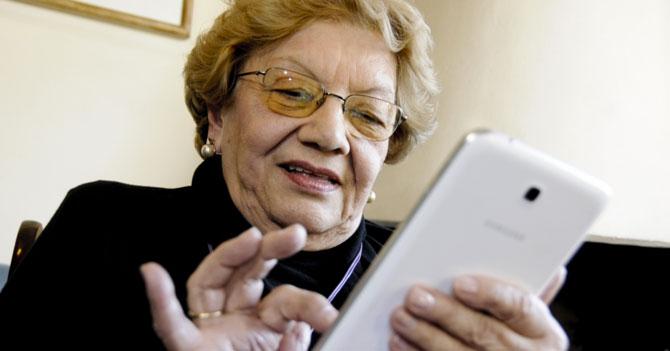 Familia incómoda porque abuela envía al negro de Whatsapp