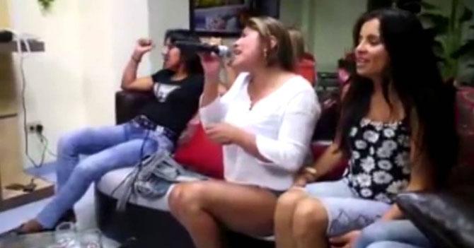 Canción de Ana Gabriel en Karaoke deja un saldo de 10 treintañeras llorando