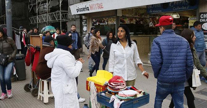 """Delcy Rodríguez grita """"Venezuela se respeta"""" a vendedor callejero en Buenos Aires"""