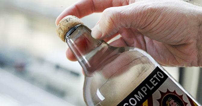 Anís Cartujo saca botellas con corcho para la navidad