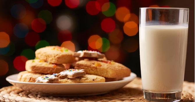 Santa Claus molesto por recibir galleta sin gluten y leche deslactosada