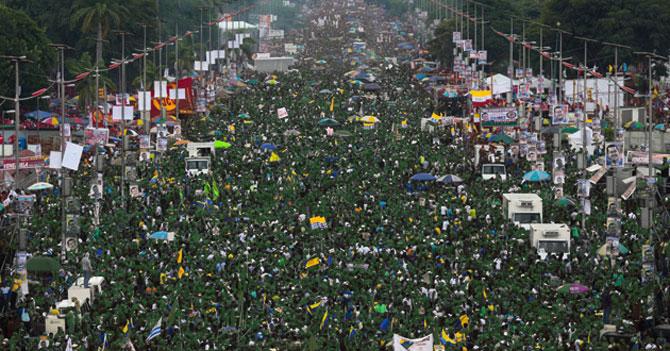 Sorprendente marcha del 23 de enero llena avenidas del país de militares