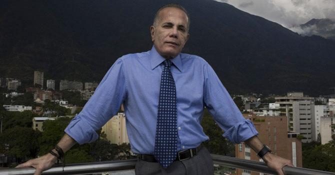 """Manuel Rosales contesta pregunta de si está con el Gobierno con un """"jajaja"""""""